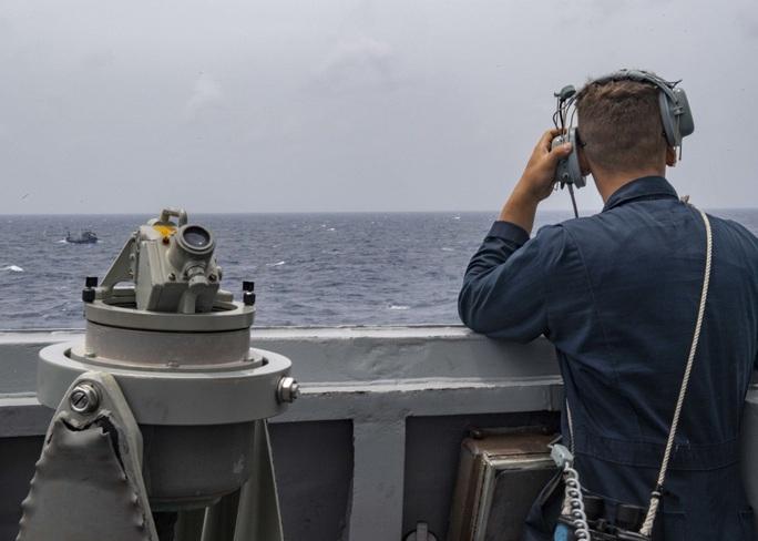 Trung Quốc vừa phóng tên lửa, tàu khu trục Mỹ tiến gần Hoàng Sa - Ảnh 1.