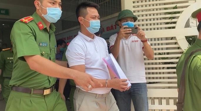 CLIP: Bắt Tổng giám đốc Công ty Bất động sản nhà đất Đồng Nai - Ảnh 2.
