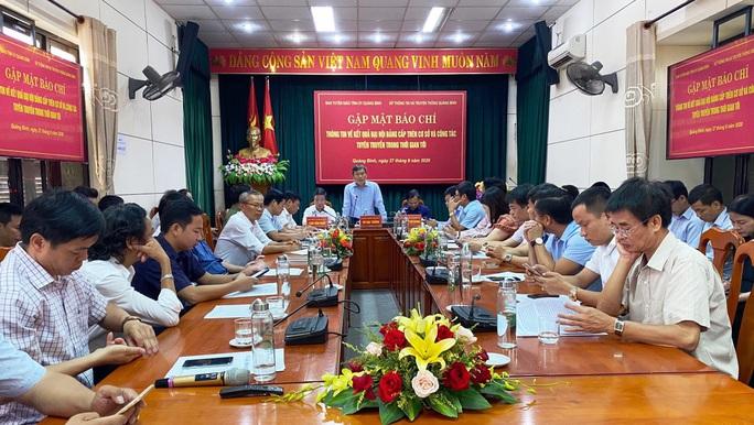 Tân Bí thư  Quảng Bình lên tiếng vụ chi  2,2 tỉ đồng mua cặp: Đại hội tổ chức tiết kiệm, không cần phô trương - Ảnh 1.