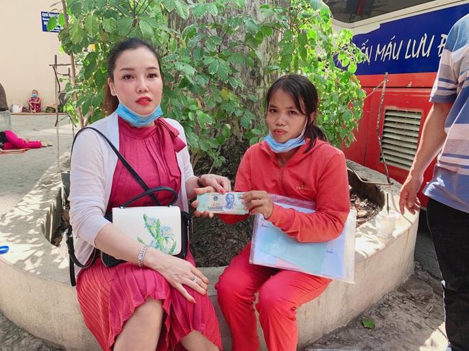 Nọc độc rắn hổ mang chúa 4,6kg ở núi Bà Đen đã dần thua sức chiến đấu của nạn nhân - Ảnh 2.
