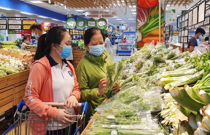 """""""Bão"""" giảm giá tại siêu thị mừng Quốc khánh 2-9 - Ảnh 1."""
