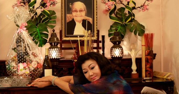 NSND Kim Cương: Giỗ mẹ mùa covid, ngàn lời tưởng nhớ xóa đi đơn độc - Ảnh 1.