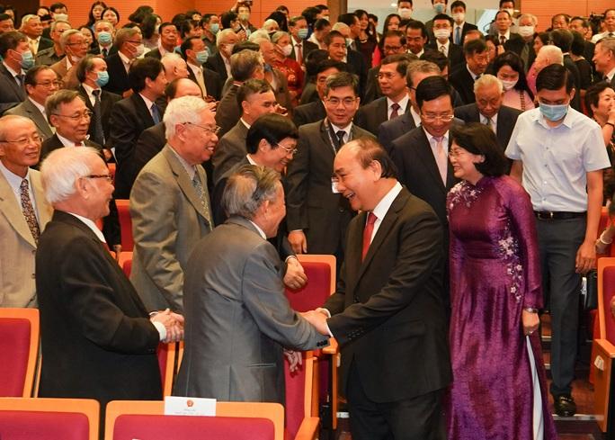 Thủ tướng nhớ tới các chiến sĩ ngoại giao nơi tiền phương - Ảnh 1.