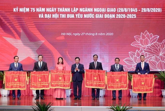 Thủ tướng nhớ tới các chiến sĩ ngoại giao nơi tiền phương - Ảnh 13.