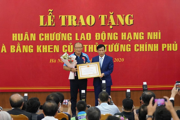 CLIP: HLV Park Hang-seo nhận Huân chương Lao động hạng Nhì - Ảnh 2.