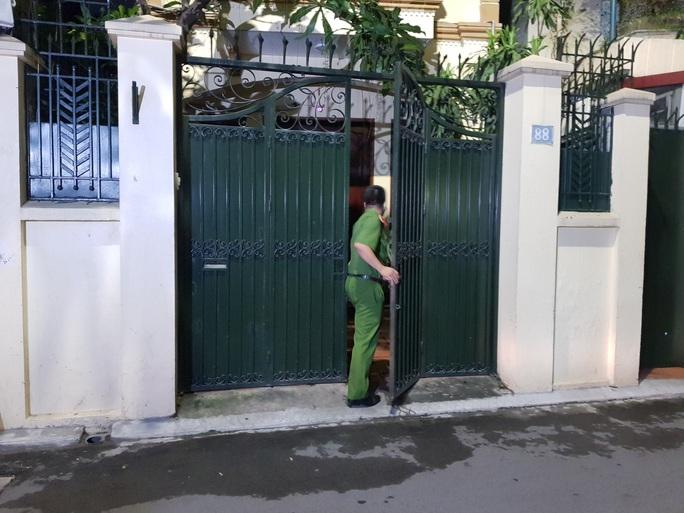 Cận cảnh khám nhà ông Nguyễn Đức Chung - Ảnh 6.