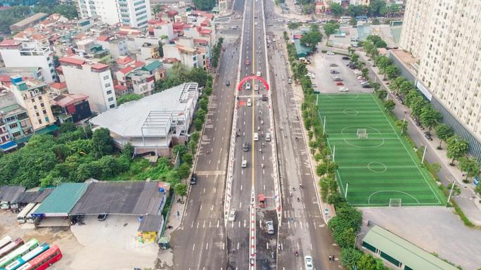 Cận cảnh cầu vượt hơn 500 tỉ đồng mới thông xe - Ảnh 8.