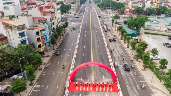 Cận cảnh cầu vượt hơn 500 tỉ đồng mới thông xe - Ảnh 14.