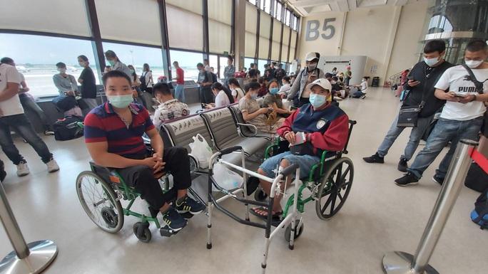 Sân bay Cần Thơ đón 230 người từ Đài Loan - Ảnh 1.