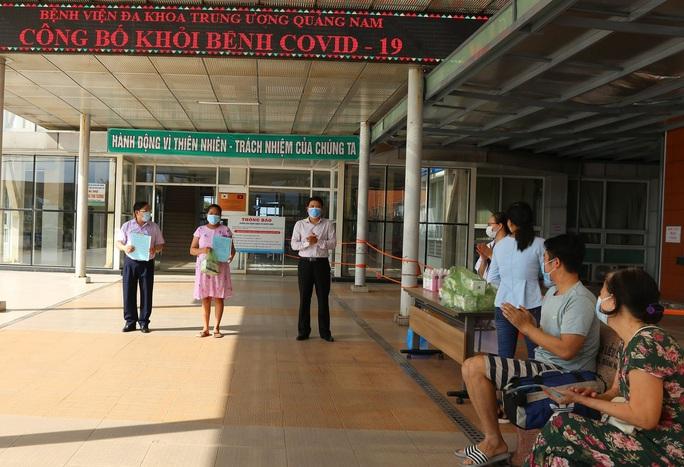Trưởng Trạm thu phí Tam Kỳ và 9 người khác ở Quảng Nam xuất viện - Ảnh 1.