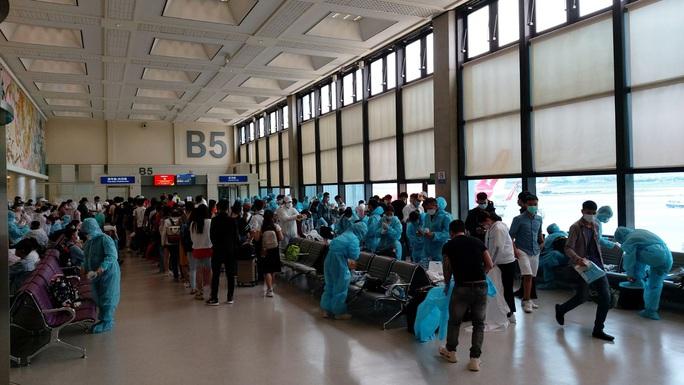 Sân bay Cần Thơ đón 230 người từ Đài Loan - Ảnh 2.