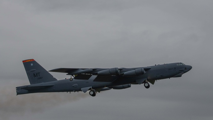 Màn khoe sức mạnh dễ nể của 86 máy bay quân sự NATO - Ảnh 4.
