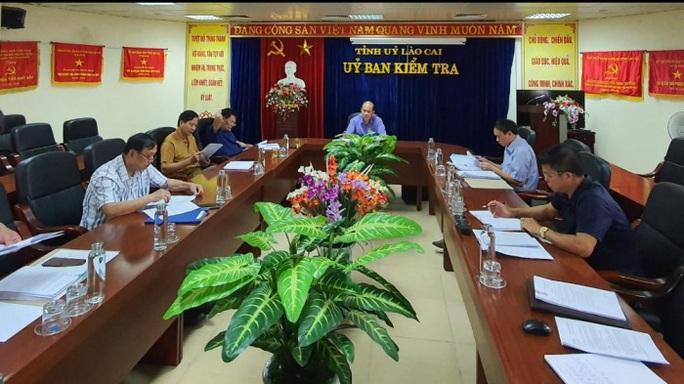 Hàng loạt cán bộ ở Lào Cai bị kỷ luật do sai phạm về đất đai, tài chính - Ảnh 1.