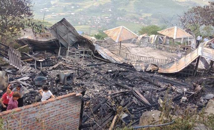 Cháy 5 ngôi nhà trong khu nghỉ dưỡng ở Sa Pa, 1 người tử vong - Ảnh 1.