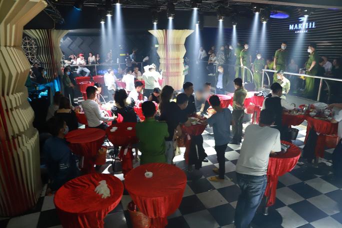 Hàng chục nam thanh, nữ tú nhiều tỉnh hội tụ chơi ma túy tại quán bar - Ảnh 1.