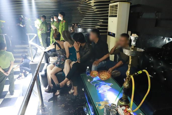 Hàng chục nam thanh, nữ tú nhiều tỉnh hội tụ chơi ma túy tại quán bar - Ảnh 2.