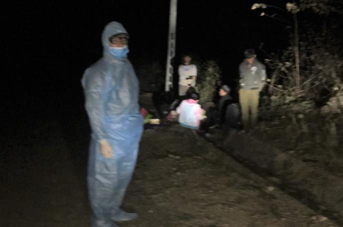 Phát hiện 9 người vượt biên trái phép từ Trung Quốc vào Lào Cai - Ảnh 1.