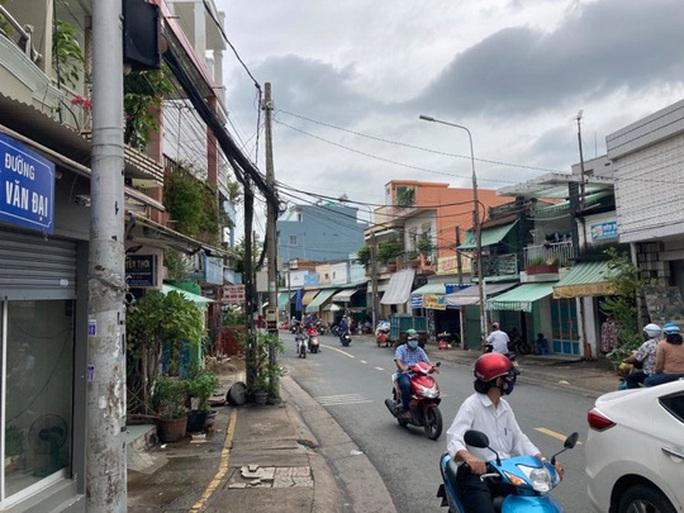 Hình ảnh phong tỏa đường Hồ Văn Đại ở TP Biên Hòa lúc 12 giờ trưa nay - Ảnh 2.