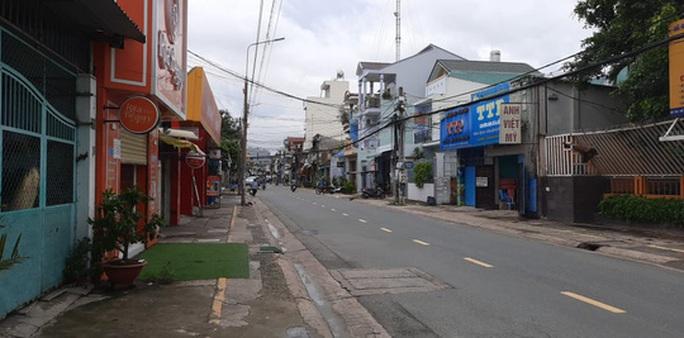 Hình ảnh phong tỏa đường Hồ Văn Đại ở TP Biên Hòa lúc 12 giờ trưa nay - Ảnh 6.