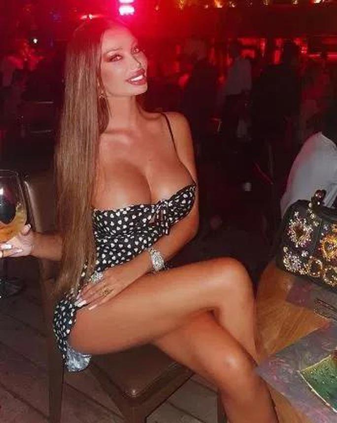 Bồ cũ của Neymar, siêu mẫu Soraja Vucelic khoe thân hình nóng bỏng!  - Ảnh 3.