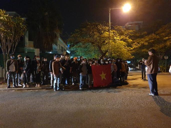 Hành trình đặc biệt của đoàn người Việt từ châu Phi về TP HCM - Ảnh 4.