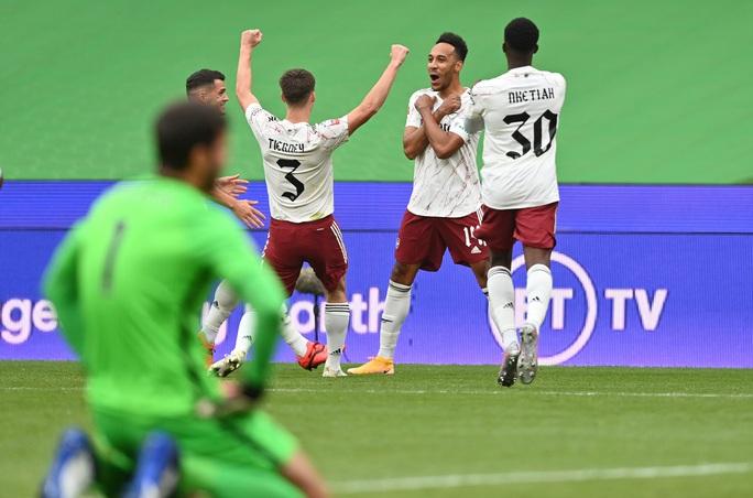 Hạ Liverpool trên chấm luân lưu, Arsenal đăng quang Siêu cúp Anh - Ảnh 5.