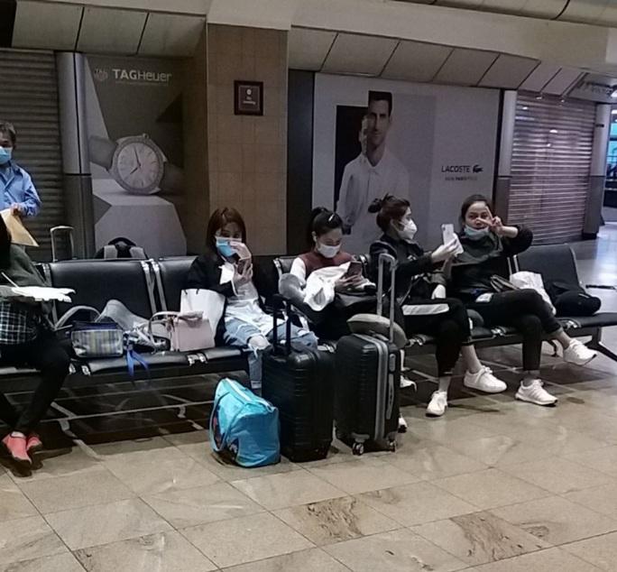 Hành trình đặc biệt của đoàn người Việt từ châu Phi về TP HCM - Ảnh 18.