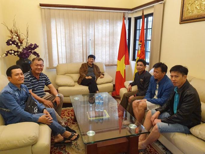 Hành trình đặc biệt của đoàn người Việt từ châu Phi về TP HCM - Ảnh 3.