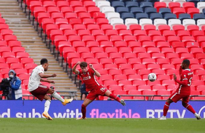 Hạ Liverpool trên chấm luân lưu, Arsenal đăng quang Siêu cúp Anh - Ảnh 4.