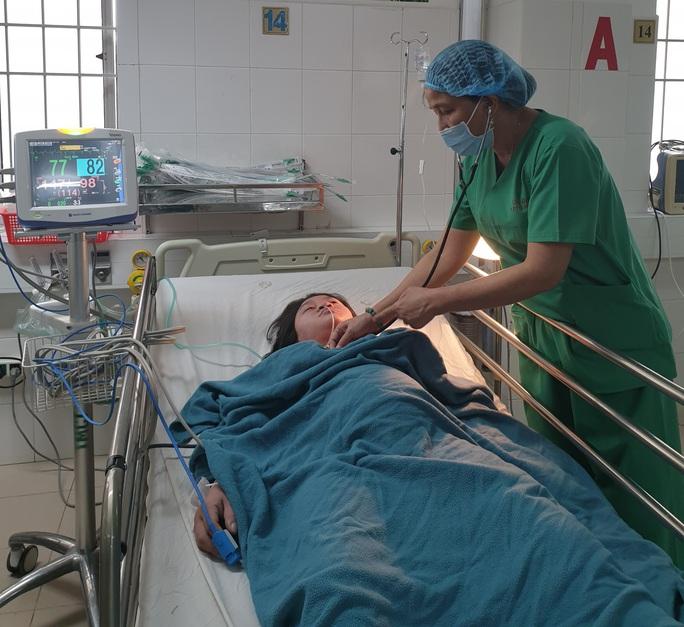 Bé gái nặng 1,8kg chào đời từ người mẹ bệnh tim tưởng chừng tử vong - Ảnh 2.