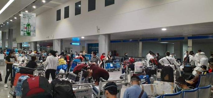 Hành trình đặc biệt của đoàn người Việt từ châu Phi về TP HCM - Ảnh 22.