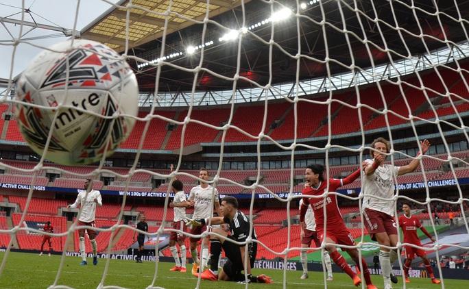 Hạ Liverpool trên chấm luân lưu, Arsenal đăng quang Siêu cúp Anh - Ảnh 8.
