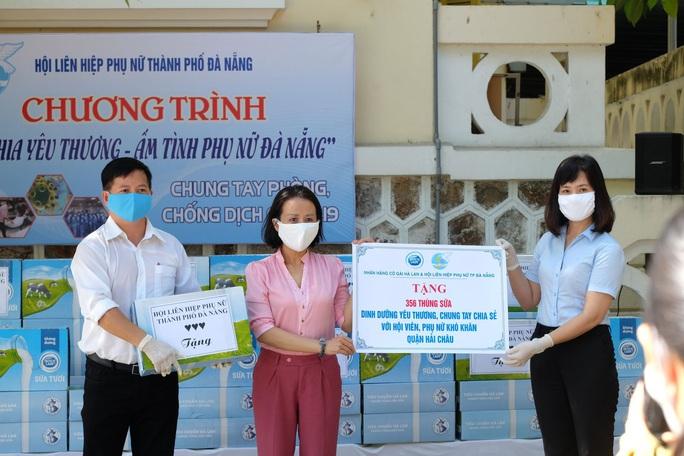 Trao tặng 2.500 thùng sữa, tiếp sức chống dịch Covid-19 ở Đà Nẵng - Ảnh 1.