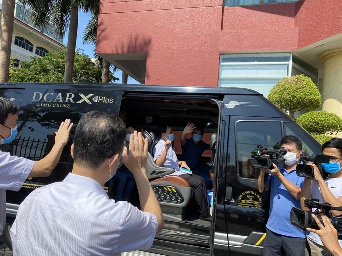 Xúc động giây phút chia tay đoàn y, bác sĩ Bệnh viện Chợ Rẫy rời Đà Nẵng - Ảnh 5.