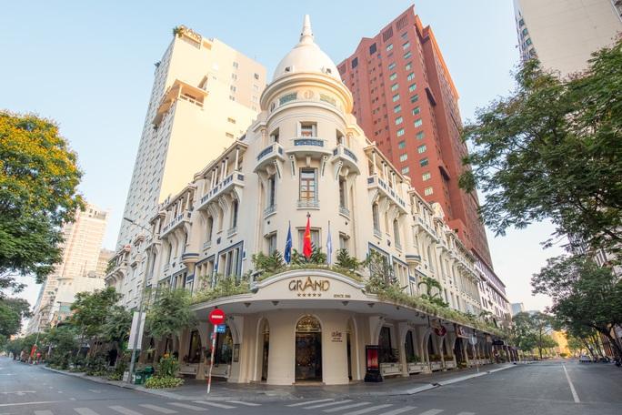 Hàng loạt khách sạn 4-5 sao ở TP HCM giảm giá 50% dịp 2-9 - Ảnh 1.