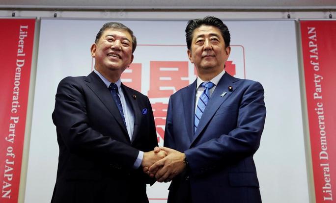 Ứng viên sáng giá cho ghế thủ tướng Nhật Bản gặp đối thủ mạnh - Ảnh 1.