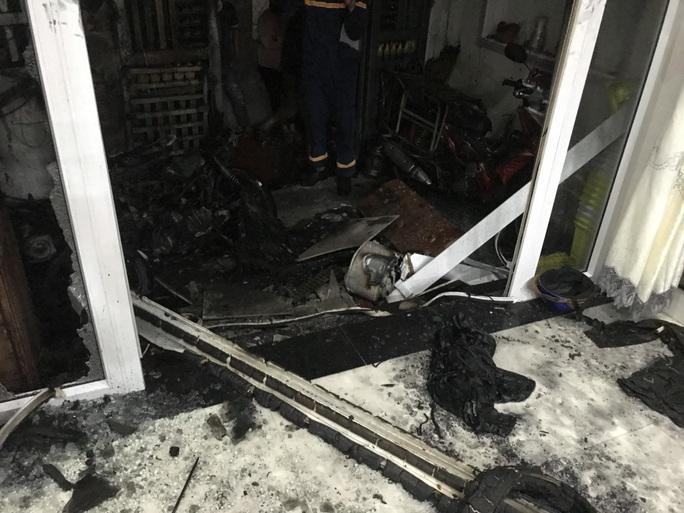 Nghi án mua xăng về tự phóng hỏa đốt cả 5 người trong nhà - Ảnh 1.