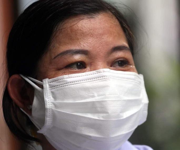 Nhân viên y tế ở Đà Nẵng ngất xỉu vì làm việc quá sức - Ảnh 2.