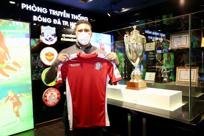 CLB TP HCM ra mắt cặp tiền đạo khoác áo tuyển Costa Rica trị giá 1 triệu USD - Ảnh 4.