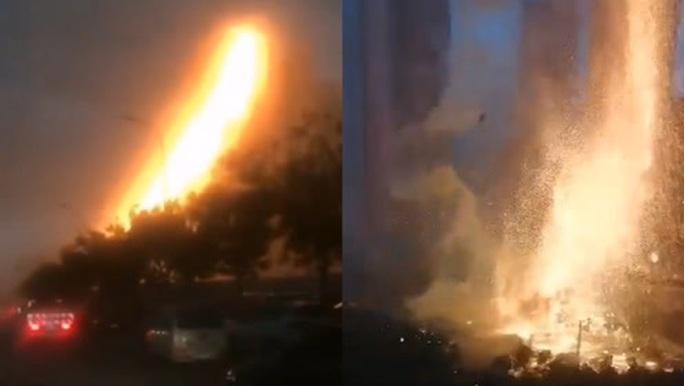 """Trung Quốc: Sét đánh trúng tòa nhà, gây """"mưa"""" tia lửa - Ảnh 2."""