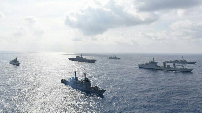 Ông Duterte ra lệnh cấm Hải quân Philippines tập trận chung ở biển Đông - Ảnh 1.