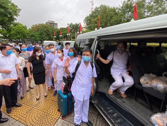 Đoàn bác sĩ, điều dưỡng Hải Phòng lên đường chi viện cho Đà Nẵng - Ảnh 1.