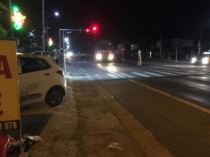 Đạp xe qua đường, người phụ nữ 60 tuổi bị xe tải tông tử vong tại chỗ - Ảnh 1.