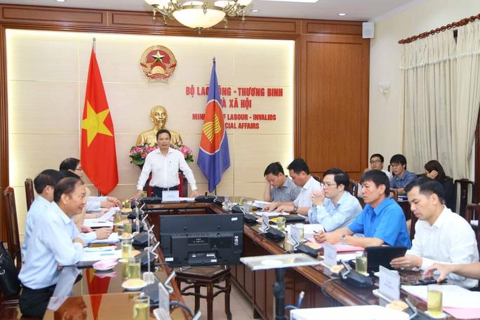 Tổng LĐLĐ Việt Nam không bỏ phiếu với phương án không tăng lương tối thiểu vùng năm 2021 - Ảnh 1.