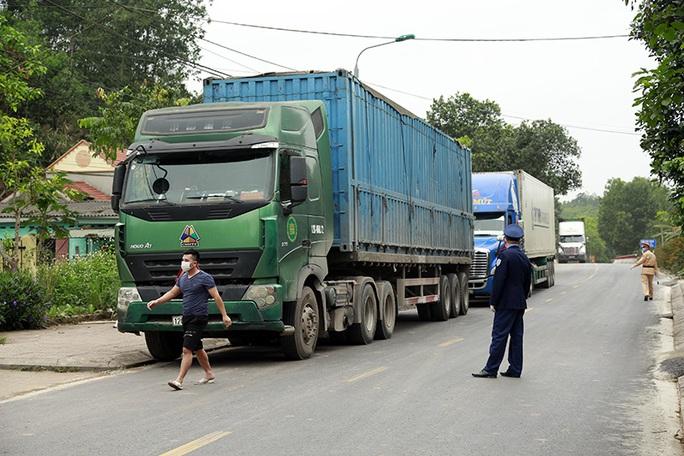 Trong đêm, Quảng Ninh lập khẩn cấp các chốt phòng dịch khu vực giáp Lạng Sơn - Ảnh 1.
