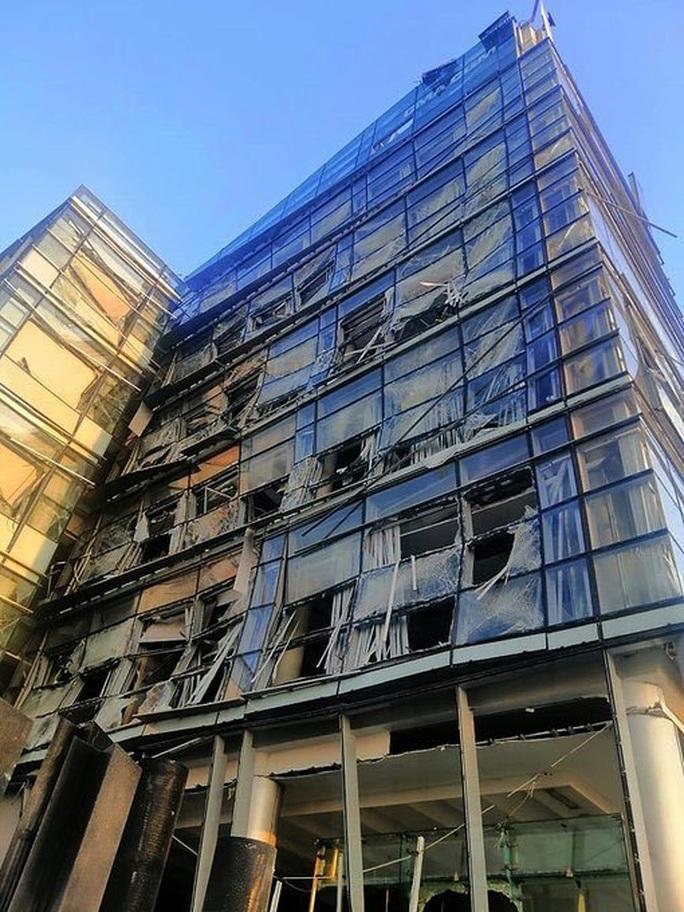 Nổ cực lớn ở Lebanon: Do hàn xì lỗ thủng của nhà kho? - Ảnh 5.