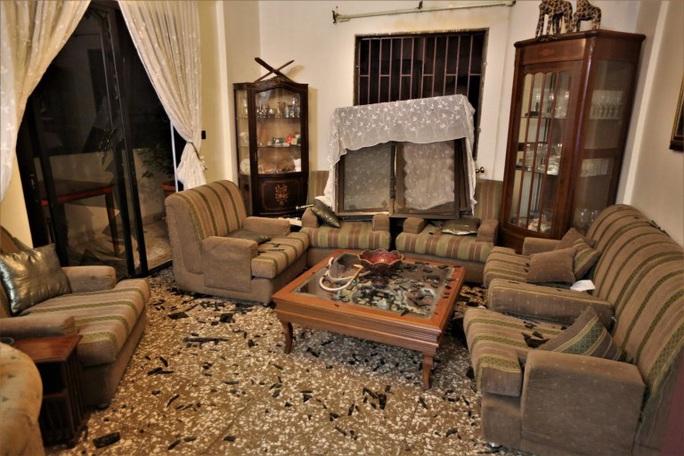 Nổ cực lớn ở Lebanon: Do hàn xì lỗ thủng của nhà kho? - Ảnh 8.