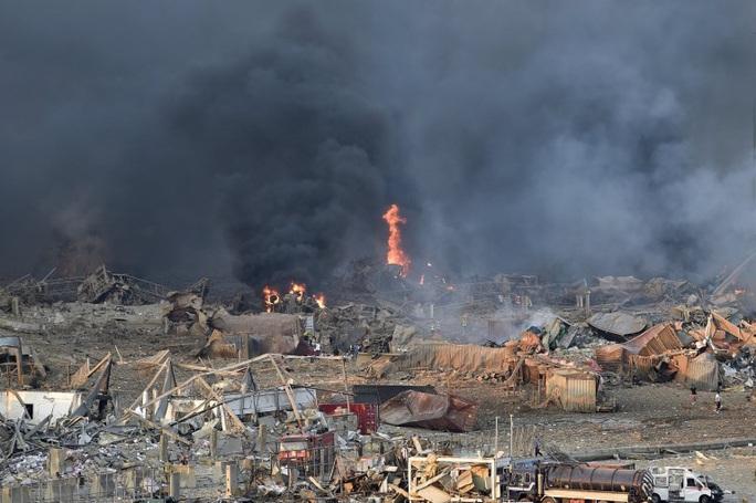 Nổ cực lớn ở Lebanon: Do hàn xì lỗ thủng của nhà kho? - Ảnh 11.