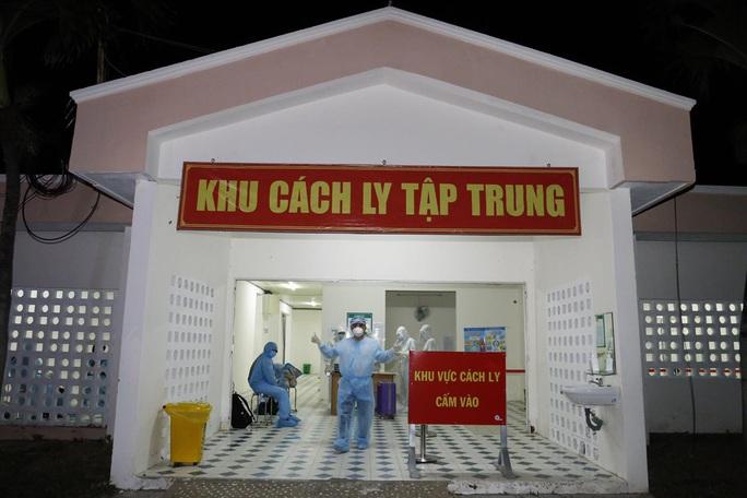 Trong hôm nay, sẽ có 2 chuyến bay đón những người còn mắc kẹt ở Đà Nẵng về TP HCM - Ảnh 1.
