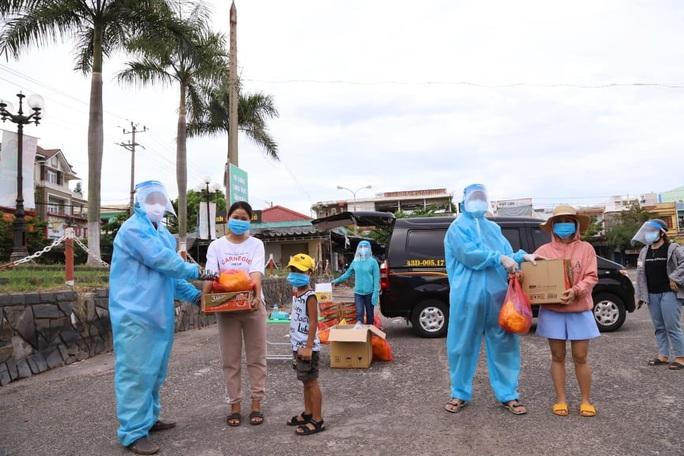 Nhóm 19 lao động  trồng rừng người Quảng Nam mắc kẹt tại Đà Nẵng cầu cứu - Ảnh 1.